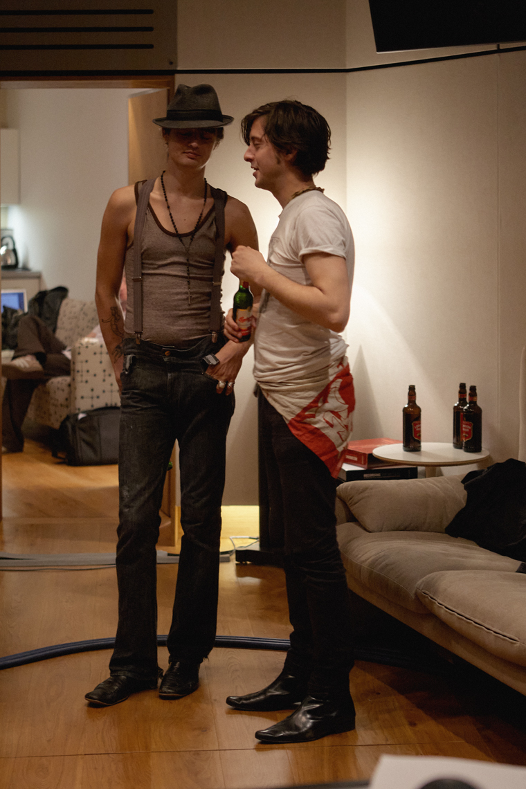 pete doherty and carl barat shot by tom oxley